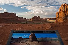 Courthouse towers. Arches National Park.  ( )