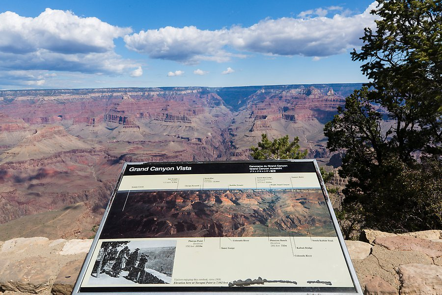 Mather Point. Grand Canyon National Park.  ()