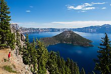Wizard Island and lake. Crater Lake National Park.  ( )