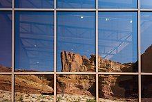 Cliffs, Visitor Center. Arches National Park.  ( )